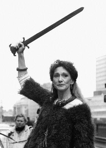 Siân Phillips como Boadicea en Warrior Queen (1978)