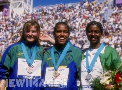 Victoria 1994 - Melinda Gainsford-Taylor, Cathy Freeman y Mary Onyali