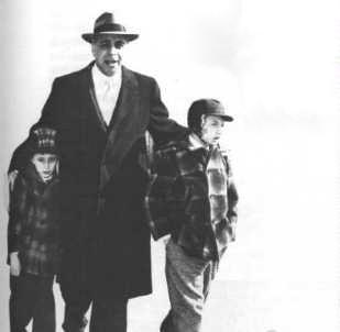 Emanuel Bloch con los hijos de los Rosenberg