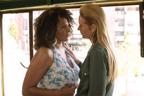 Pam Grier y Kelly Lynch, The L World (2004)