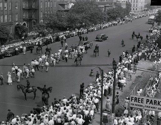 Cortejo fúnebre del matrimonio Rosenberg por las calles de Nueva York, el 21 de junio de 1953.